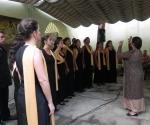 Coro Scholla Cantorum Coralina,  bajo la dirección de la maestra, Alina Urraca, interpretó Rumbas corales. Foto: Marianela Dufflar.