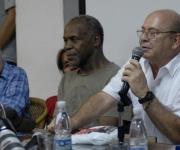 De derecha a izquierda, Miguel Barnet, presidente de la Unión de Escritores y Artistas de Cuba (UNEAC), el actor norteamericano Danny Glover, y Ricardo Alarcón de Quesada, Presidente de la Asamblea Nacional del Poder Popular, y miembro del Buró Político del Partido Comunista de Cuba, durante el acto de entrega del Premio Internacional de Cine Tomás Gutiérrez Alea, al destacado cineasta, en la sala Villena de la Unión de Escritores y Artistas de Cuba (UNEAC), el 14 de septiembre de 2011. AIN FOTO/Omara GARCIA MEDEROS