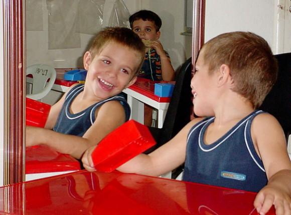 Los niños autistas en Cuba cuentan con escuelas y maestros preparados para ayudarlos a salir adelante en la vida. Foto: Franklin Reyes