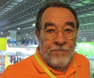 Dedica Fernando Morais premio literario a los Cinco