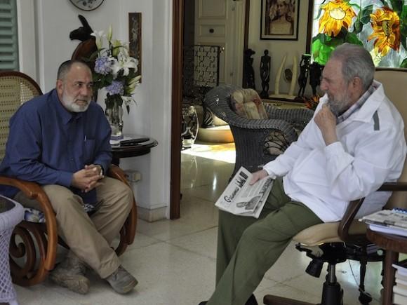 Fidel Castro (D) y Mario Silva, de VTV, el domingo 4 de septiembre de 2011. Foto: Estudios Revolución