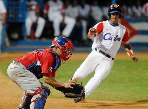 Cuba derrota 10-7 a un Puerto Rico en el tercer juego. Foto: Juan Moreno/ Juventud Rebelde