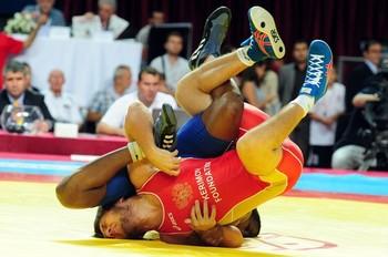Livan López se impuso por el tercer puesto en la categoría - 66 kg de lucha libre ante el ruso Aban Batirov