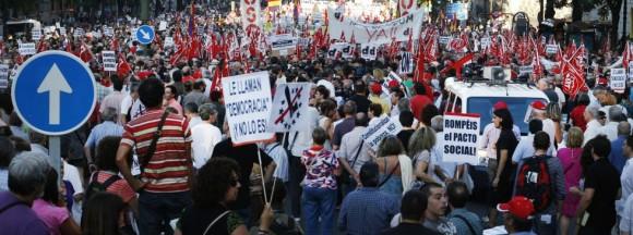 Manifestación contra la reforma constitucional en Madrid. / ÁLVARO GARCÍA