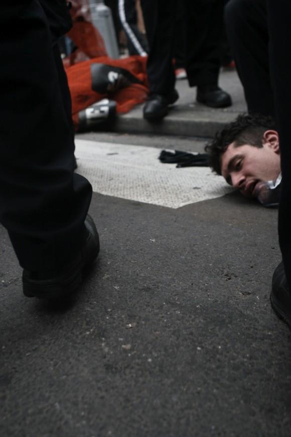 Brutalidad policial en Wall Street. Foto: Public Intelligence