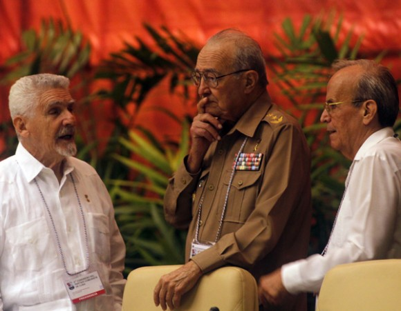 Los miembros del Buró Político Ramiro Valdés, Julio Casas y Ricardo Alarcón en la Asamblea Nacional.