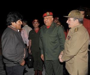 Raúl recibió a Chávez y a Evo Morales.