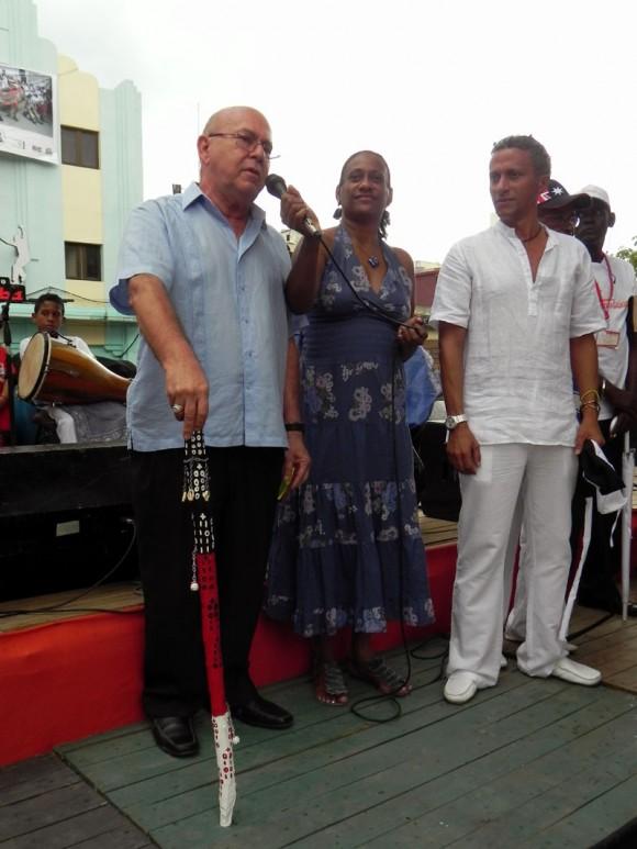 Miguel Barnet, Presidente de de la Unión de Escritores de Artistas de Cuba (UNEAC), Irma Castillo, fundadora y Directora Artística de Timbalaye y Ulises Mora, creador del proyecto. Foto: Marianela Dufflar.