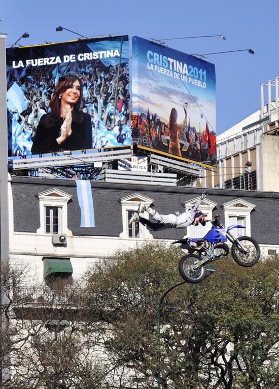 La presidenta Cristina Fernández es reelecta por el pueblo en primera vuelta. Foto: Kaloian