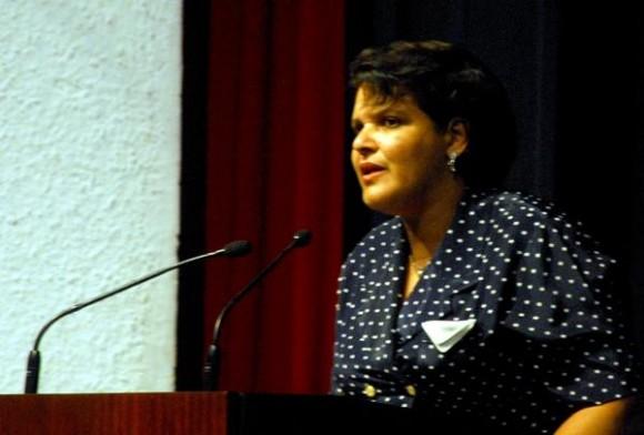 Lazara Mercedes López Acea, miembro del Buró Politico del Comité Cenntral del Partido, intervino en el acto político cultural por el Día de las victimas del terrorismo de estado, en la Sala Universal de las Fuerzas  Armadas Revolucionarias, el 6 de octubre de 2011, en La Habana.  AIN   FOTO/Oriol de la Cruz ATENCIO