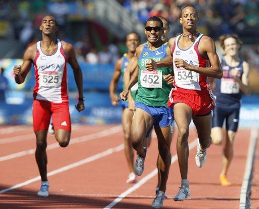 Andy González, ganador de los 800 metros planos en Guadalajara 2011. Foto: Ricardo Mazalan/AP