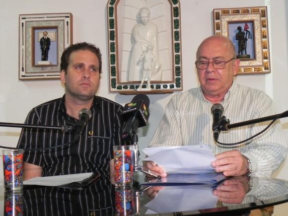 Miguel Barnet (Presidente de la UNEAC) y Luis Morlote (Presidente de la AHS) en la presentación del Llamamiento de los Artistas e Intelectuales del mundo