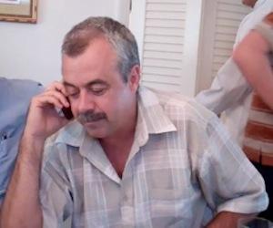Carlos Alberto Cremata conversa con Gerardo.