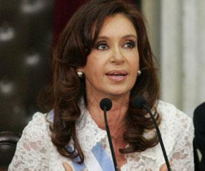 Cristina Fernández en acto por Malvinas: Los únicos cascos que queremos son los de los trabajadores