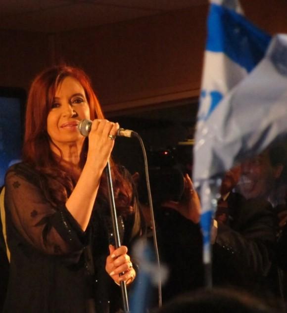 Festejos por las elecciones de Cristina en Argentina. Fotos: Kaloian.
