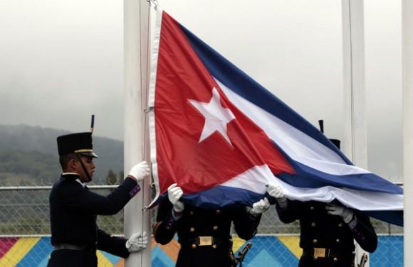 Ceremonia de izamiento de la bandera cubana, en la villa panamericana. Foto: Ismael Francisco