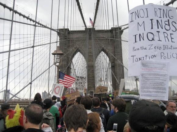 Ocupando el puente de Brooklyn El movimiento de 'Ocupa Wall Street', durante la protesta en el puente de Brooklyn el sábado 1 de octubre. DARYL LANG (AP)