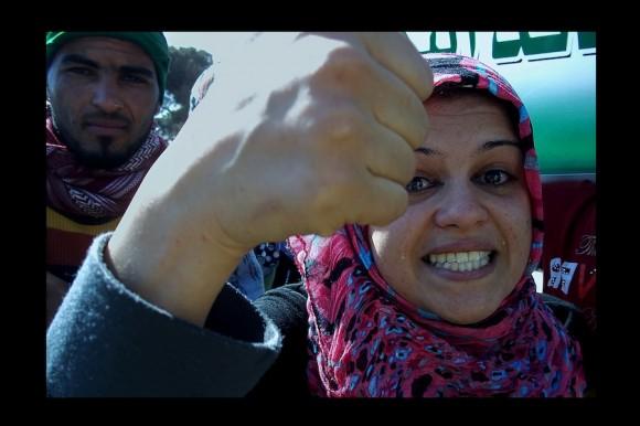 ¨¿Quiénes son ellos para decidir? Eso nos toca a nosotros. La muerte es una sola. Se muere una sola vez. ¿Cuántas veces quieren matarnos?¨ Aisha. (Trípoli, junio 2011)
