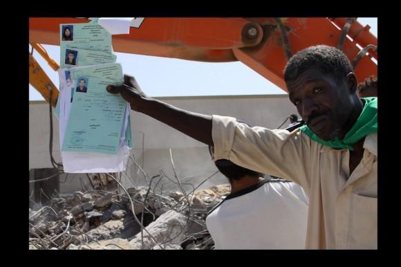 Estas son historias clínicas de los pacientes atendidos aquí.¿Por qué la OTAN ataca un lugar como éste? Todos saben que es un lugar civil. Es una guerra contra los libios. No para proteger a los libios¨. Abdulohman. (Zlitan, agosto 2011)