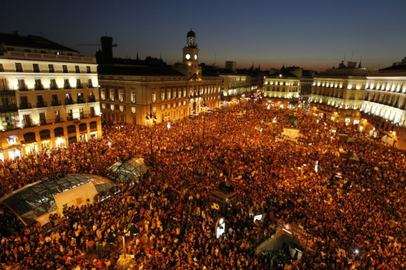 Aspecto de la Puerta del Sol de Madrid, pasadas las ocho de la tarde. Foto: El País