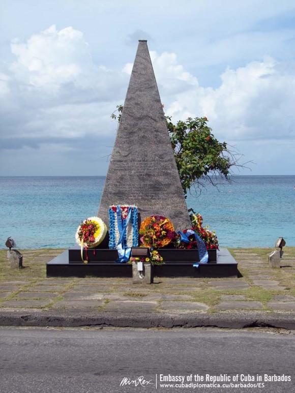 El monumento a las víctimas del crimen de Barbados.