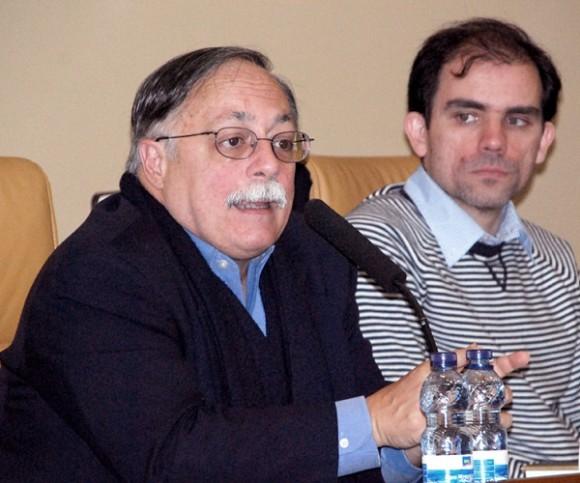 El abogado José Pertierra (I) y el académico Antonio de Cabo. Foto: Embajada de Venezuela en España.