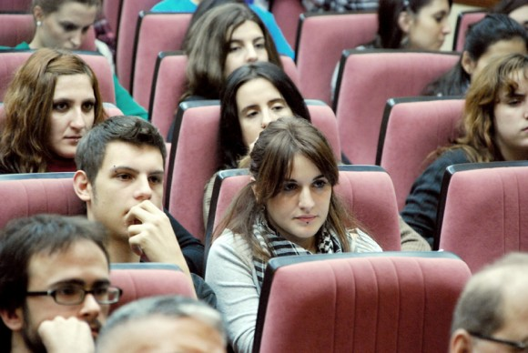 Jóvenes de la Complutense asisten al conversatorio