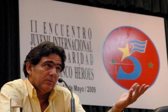 El doctor Roberto González, hermano de René.