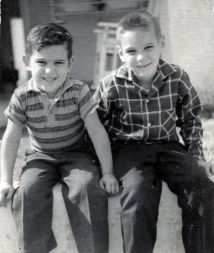 Roberto y René González de pequeños
