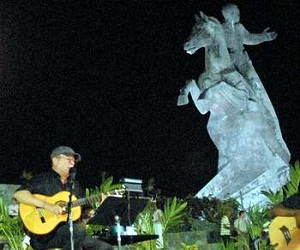 silvio-rodriguez-plaza-antonio-maceo-santiago-cuba-10-11