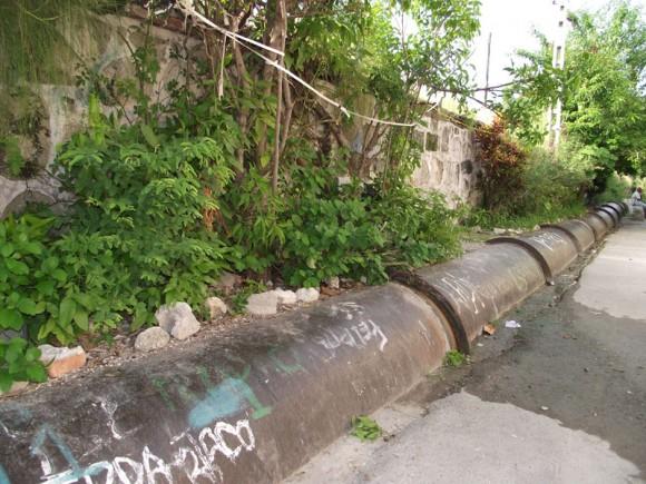Canal, nombre que adquiere este barrio desde el año 1835, por mantener a cielo abierto, 300 metros de arcilla y arcas que revisten 5 tubos, que son los que conducen el agua a los municipios Centro Habana, Habana Vieja y Plaza de la Revolución, sin necesidad de bombearla. Foto: Marianela Dufflar