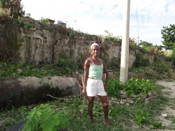 Dalia Reyes, promotora cutural que vive en el barrio, hace 52 años, de los 64 que cuenta. Foto: Marianela Dufflar