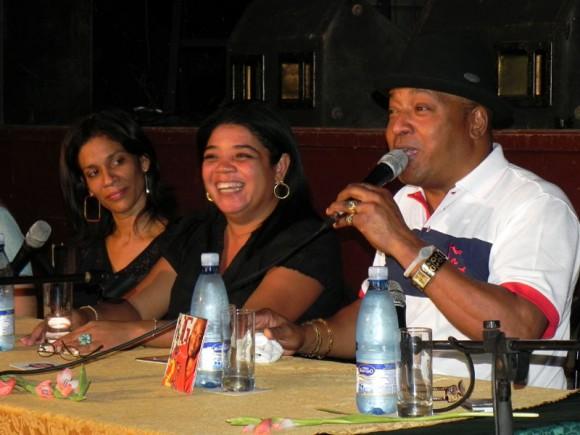 José Luis Cortés, agradeció la colaboración de grandes músicos cubanos en esta, su nueva producción discográfica. Foto: Marianela Dufflar.