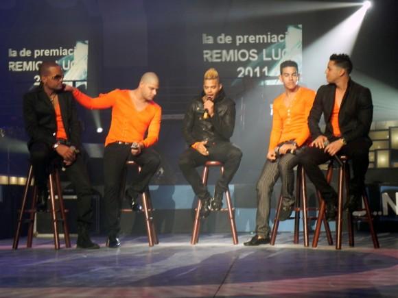 La Charanga Habanera, en el escenario, muestra toda su energía.  Foto. Marianela Dufflar