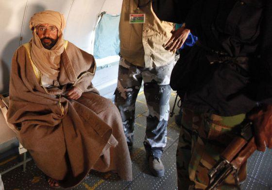 Saif al-Islam Gadafi, tras ser capturado. / ISMAIL ZITOUNI (REUTERS)