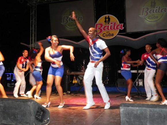 La Rueda de Casino de Santiago de Cuba, también provocó el aplauso de los participantes a la inauguración de Baila en Cuba. Foto: Marianela Dufflar