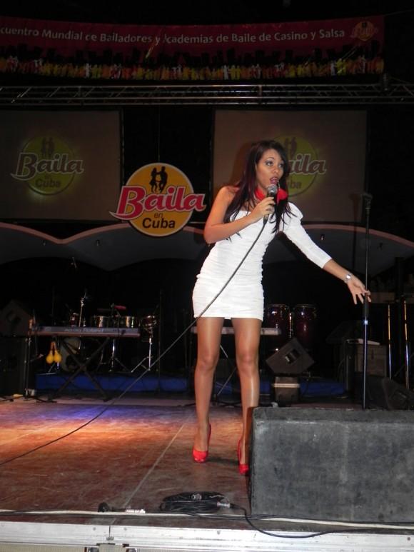 La joven intérprete Laritza Bacallao también formó parte del elenco de la inauguración del VI Encuentro Mundial de Bailadores y Academias de Baile de Casino y Salsa. Foto. Marianela Dufflar