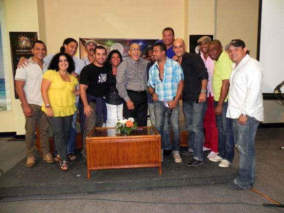"La familia Van Van en la presentación del disco ""La Maquinaria"". Formell aseveró que los Van Van siguen ahí. Foto Marianela Dufflar"