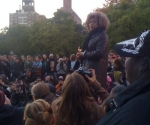 Angela Davis visita a Occupy Washington Square Park y Occupy Wall Street, en Nueva York