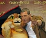 El actor español Antonio Banderas posa durante la promoción de 'El gato con botas' en Ciudad de México. Foto: Efe