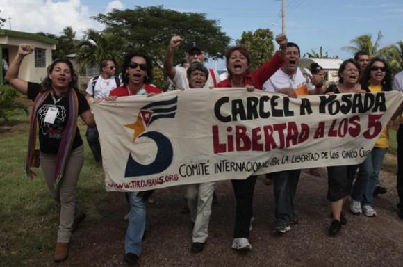 Delegados al coloquio internacional contra el terrorismo y por la liberacion de los 5 cubanos presos en carceles nortemaericanas en Boca de Sama Holguin. Foto: Ismael Francisco
