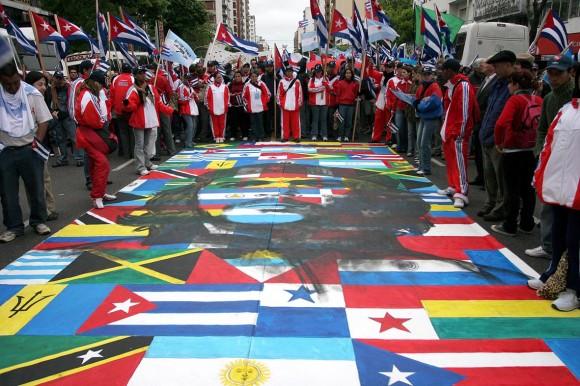 Jóvenes cubanos participaron en la Marcha de los Pueblos contra el ALCA en Mar del Plata en Noviembre de 2005