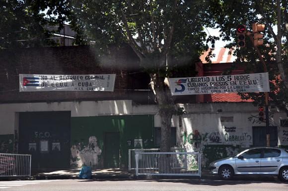 Cuba y Los Cinco en el barrio de Caballito. Foto: Silvio Rodríguez
