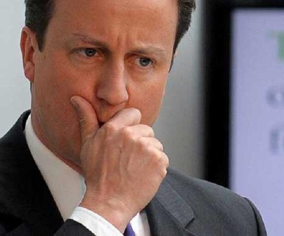 """Primer Ministro británico David Cameron, citado por The Guardian, aseguró que aún cuando el objetivo sea """"una solución negociada"""" no se descarta la posibilidad de la agresión: """"Todas las alternativas están sobre la mesa"""""""