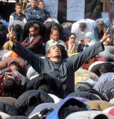 ras el anuncio, decenas de miles de personas colmaron Tahrir, escenario de una represión que, según el Ministerio del Interior, dejó un saldo de 41 muertos y 2 mil heridos.