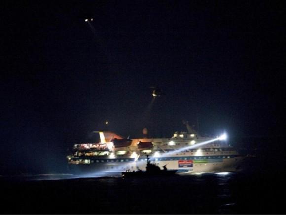 El Mavi Marmara bajo ataque de comandos de la marina israelí.