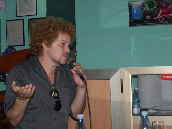 David Torrens, dijo a la prensa, que la canción  creada por  cada uno de ellos, se convierte en la canción de todos en Habanización. Foto. Marianela Dufflar
