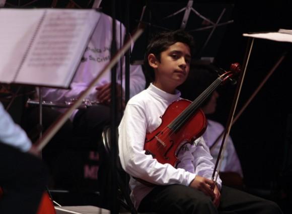 Presentación de la compañía cubana de teatro infantil La Colmenita y su filial colombiana, acompañadas por los acordes de 60 niños de la Filarmónica Juvenil de San Cristóbal, de Bogotá. Foto: Ismael Francisco