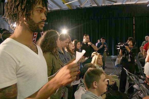 Manifestantes de Occupy Wall Street interrumpieron a Bachmann durante su discurso de política exterior en el USS Yorktown en Mt. Pleasant, SC, cerca de Charleston, el jueves, 10 de noviembre de 2011. (Foto: AP)