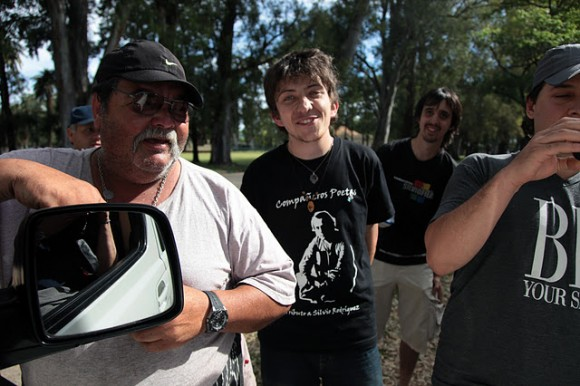 Señor corpulento, Pablo Poletto y Diego al fondo. Foto: Silvio Rodríguez